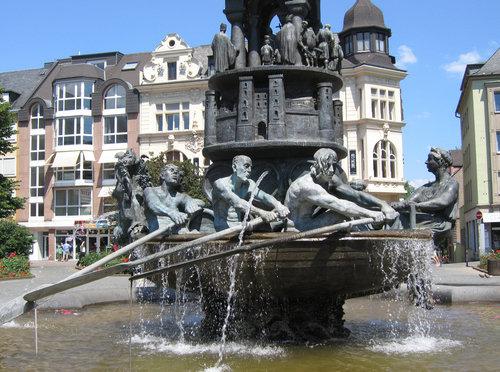 oarsmen fountain, koblenz